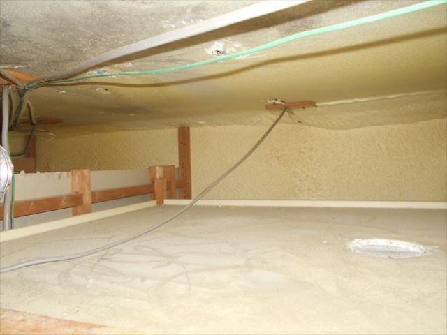 中間ダクトファン撤去後の天井裏
