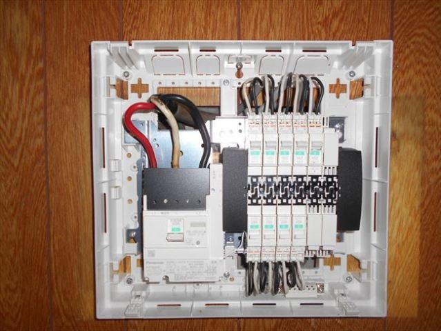 【大阪市大正区】漏電ブレーカーが落ちる古い分電盤交換