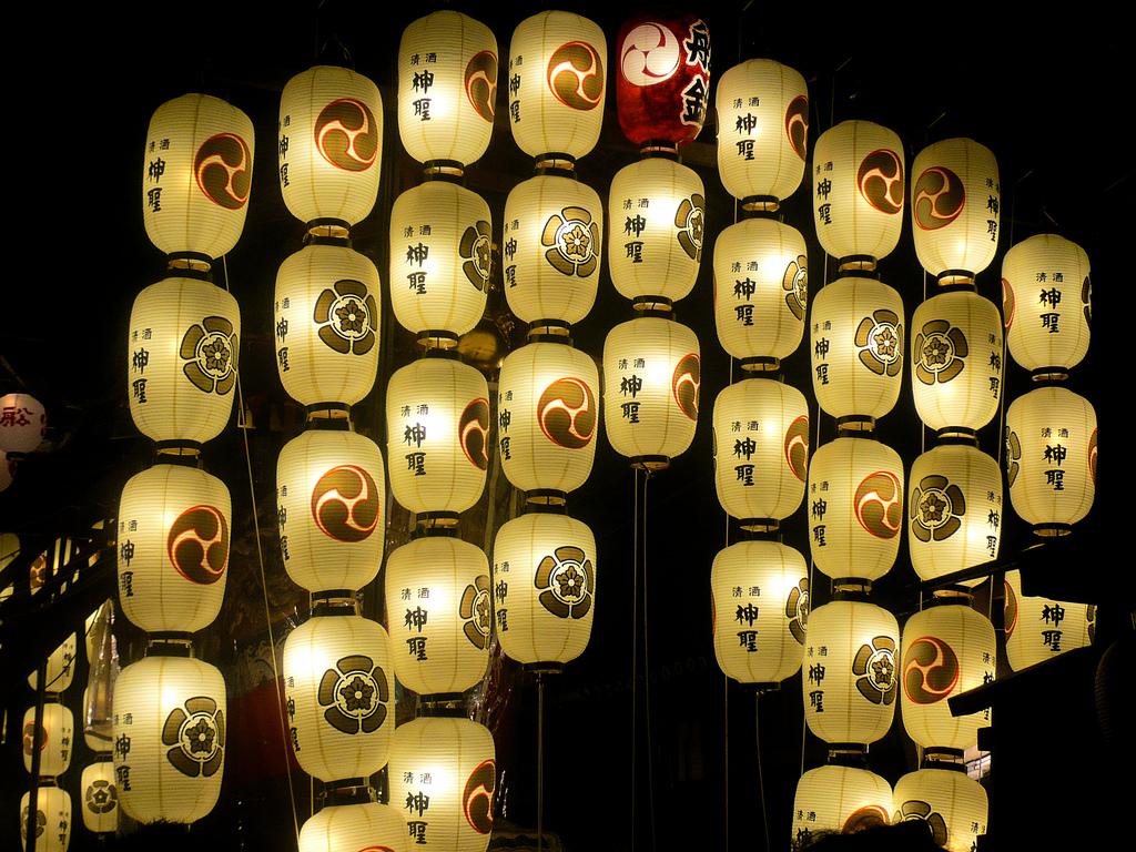 paper lanterns at gion matsuri festival in kyoto Đèn trang trí ngoài trời