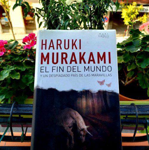 """Portada de """"El fin del mundo y un despiadado país de las maravillas"""" / Haruki Murakami. Maxi TusQuets"""
