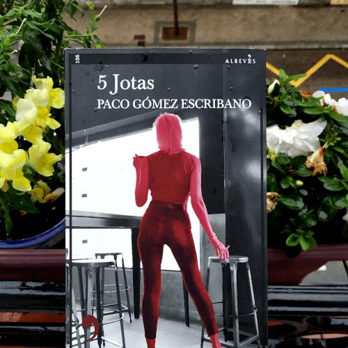 "Portada de ""5 Jotas"", de Paco Gómez Escribano. Editorial Alrevés."