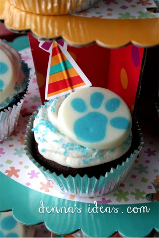 Blue's Clues candy toppers on chocolate cupcakes.
