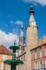Saint-Pourcain-town-square
