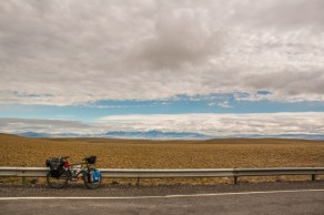 flat-pampa-to-the-mountains-towards-tapi-aike