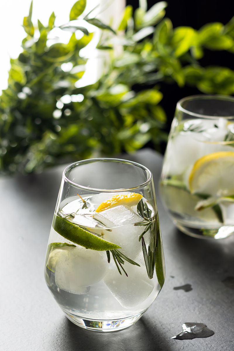 lemon rosemary fizz cocktail