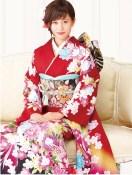 Atsuko Maeda sitting pretty in kimono.