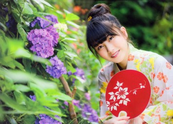 AKB48 Yui Yokoyama Natsuno Yui on Girls Magazine with fan