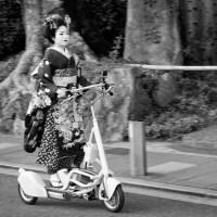 KIMONOS ON MONDAY: Geisha on a scooter