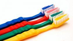 Kenal Lebih Dekat Alat Pembersih Gigi dan Mulut