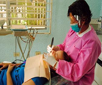 la-limpieza-dental-con-ultrasonido-ofrece-varias-ventajas