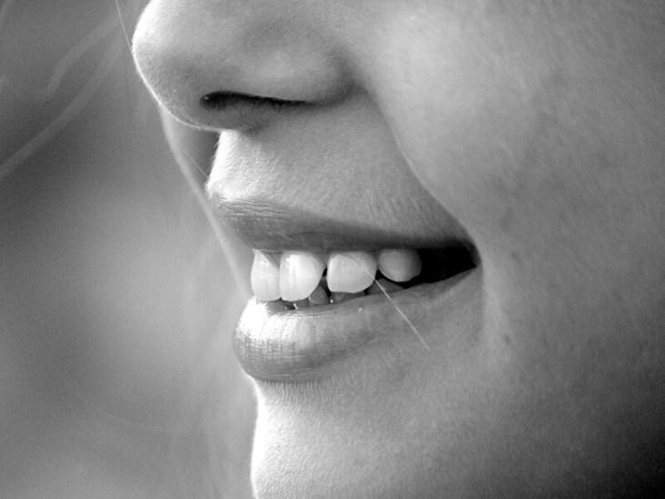 como-blanquear-los-dientes-amarillos-rapido