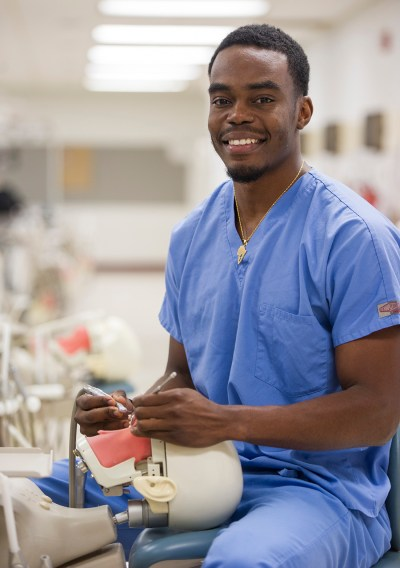 Jeremiah Aigbedion in the Sim Lab at Texas A&M College of Dentistry