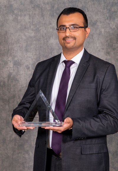 Dr. Faizan Kabani with his 2018 ADHA Educator of the Year Award