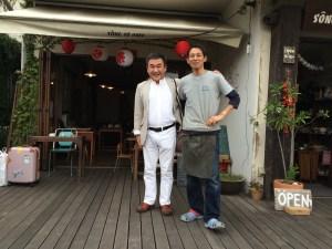 「ソンベカフェ SÔNGBÉ CAFE KAMAKURA」オーナーウジさんと著者