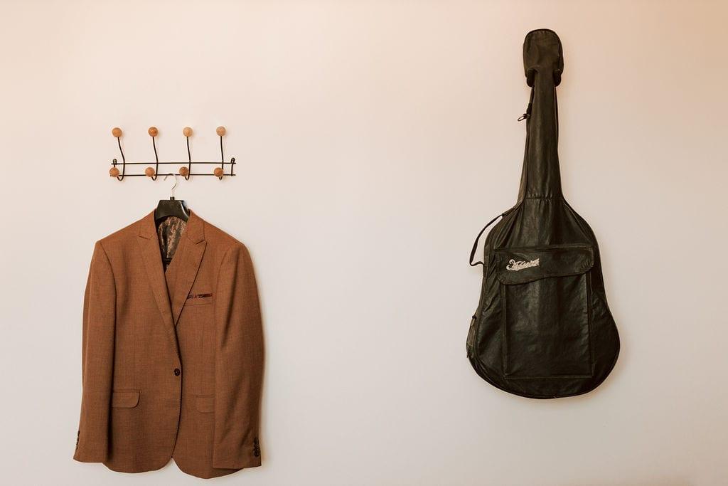 terno beje e violão - making off noivo