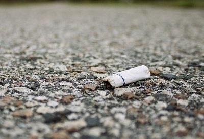 fotodenunciacigarrosuelo-fotodenuncia-incivismo-cigarros-o-colillas-en-el-suelo