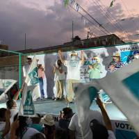 Alcalde de Villagrán convoca a un baile masivo para hacer campaña