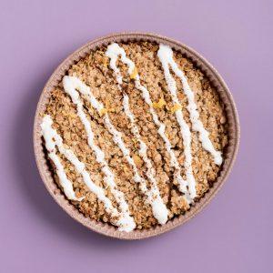 Destroyed Apple Pie vers gemaakt met havermout en kwark dip thuis bezorgd De Ontbijtkeuken