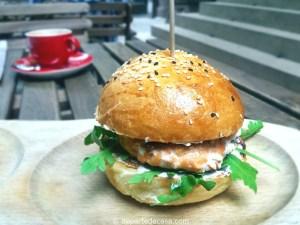 Burger cu somon @ Coftale, burgeri buni din Bucuresti