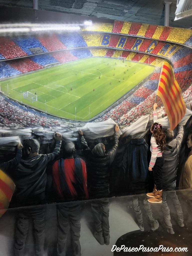 niña alentando en partido de futbol museo de ilusiones Barcelona