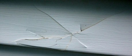 vinyl-siding-repair-cracked1