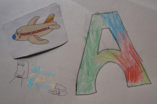 letra A decorada con imagen al lado
