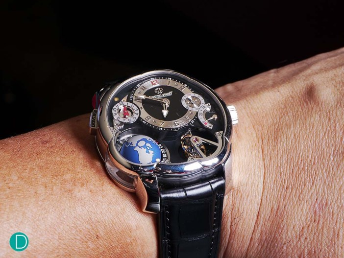 On the wrist, the case, measuring 43.5mm in diameter and 16.14mm thick is rather comfortable.