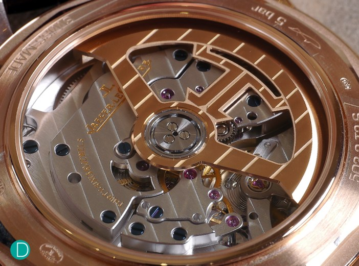 JLC C.772 powers the Geophysic Universal Time. The movement runs at 28,800 bph with a power reserve of 40 hours.