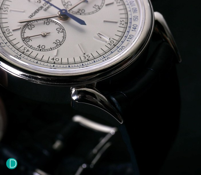 The lugs, long, shaped like a cow's horn, giving the watch its name is elegant and quite beautiful.