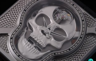 Bell&Ross BR 01 Laughing Skull close-up