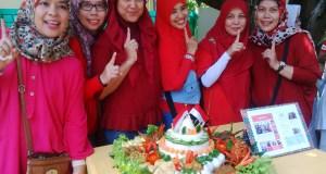 Inilah Tim Nelly yang menang pada lomba tumpeng merdeka dalam rangka ulang tahun hari kemerdekaan Indonesia ke-71.