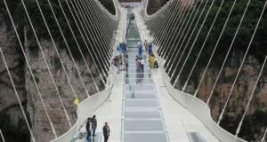 Inilah jembatan kaca Cina yang luar biasa.