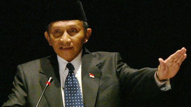 Amin Rais mengancam menggulingkan Ketua Umum PAN Zulkifli Hasan kalau PAN mendukung Ahok