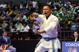 Rahmad Dharmawan, karateka asal Depok berhasil menyumbang medali emas untuk kontinen Jabar di PON XIX Jabar. (istimewa)