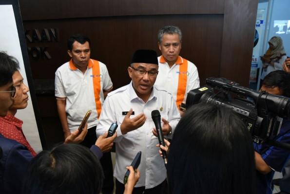 Walikota Depok Muhammad Idris mempersilakan orangtua melapor ke pihak berwajib kalau merasa dirugikan soal PPDB