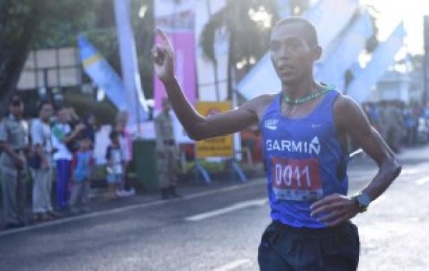 Peserta lomba lari 10K merasa tidak nyaman karena lalulintas tidak steril.