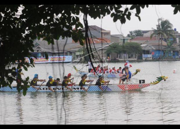 Festival Perahu Naga salah satu kegiatan yang dilaksanakan di setu di Kota Depok.