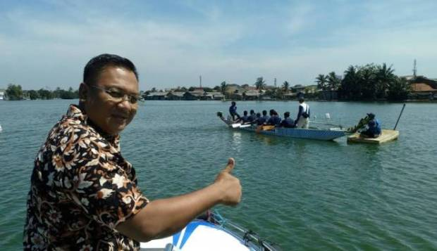 Wakil Walikota Depok Pradi Supriatna melihat perlombaan perahu di Situ Lio Kota Depok,Sabtu (19/11/2016).