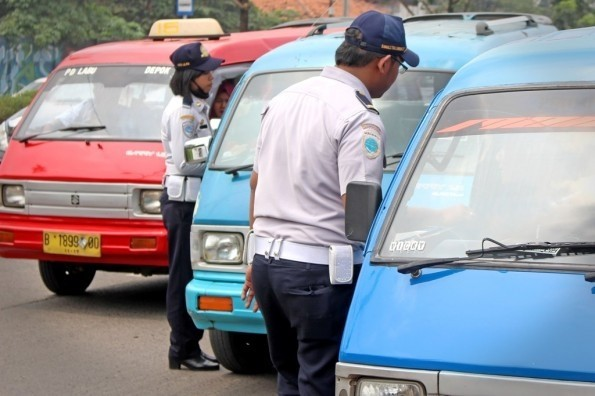 Dinas Perhubungan Kota Depok menargetkan semua angkot berbadan hukum.