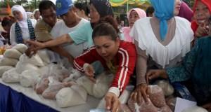 Dinas Perdagangan dan Perindustrian menggelar pasar murah di 11 kelurahan.