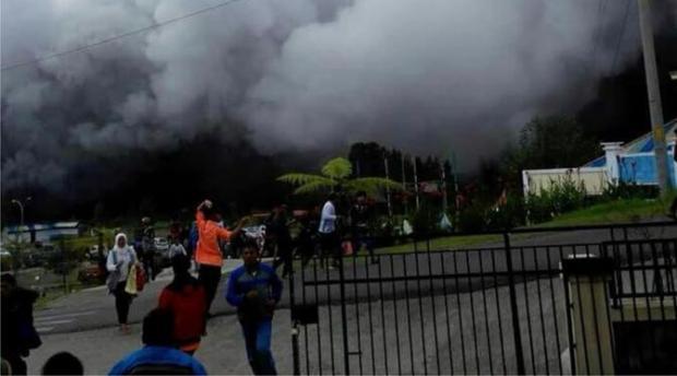 Kawah Sileri Dieng tiba-tiba melutus saat wisatawan ramai di situ.