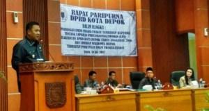 Wakil Walikota Depok Pradi Supriatna di depan anggota DPRD Depok.