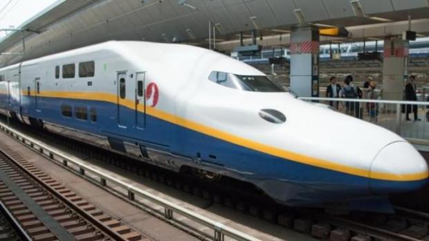 Kereta api cepat shinkansen sebagai ilustrasi kereta cepat Jakarta-Bandung.