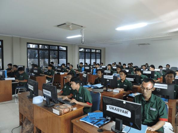 PT PLN membangun pesantren IT di Rangkepan Jaya, Kota Depok.