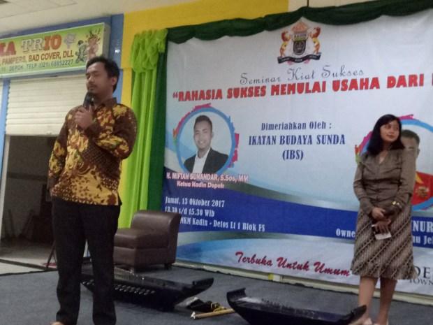 Ketua Kadin Kota Depok,  Miftah Sunandar membuka seminar kiat bisnis yang diselenggarakan Kadin Kota Depok.