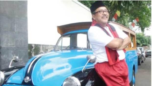 Rano Karno, Si Doel dengan oplet tuanya.