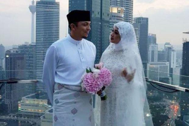 Kemesraan Laudya Cybthia Bella bersama sang suami.