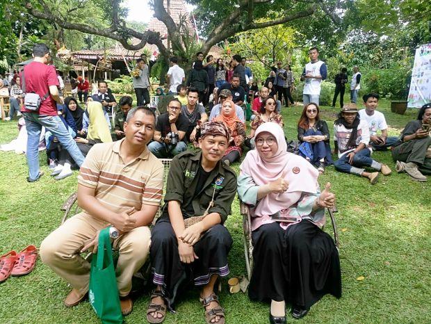 Istri Walikota Depok,  Elly Farida menjadi bagian dari ratusan penonton Pagelaran Situ Jazz Pengasinan Sawangan.