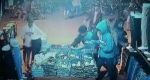 Beginilah aksi geng motor jepang ketika menjarah toko pakaian di Sukmajaya, Depok.
