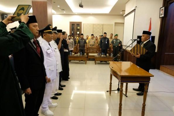 Walikota Depok Mohammad Idris melantik 187 pejabat baru di lingkungan Pemkot Depok.